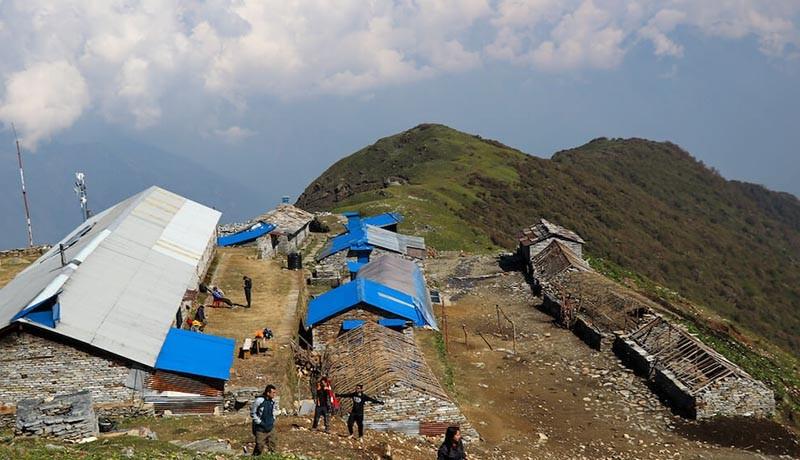 khopra danda trek accommodation